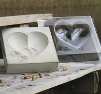 Fågelbad formad som ett hjärta