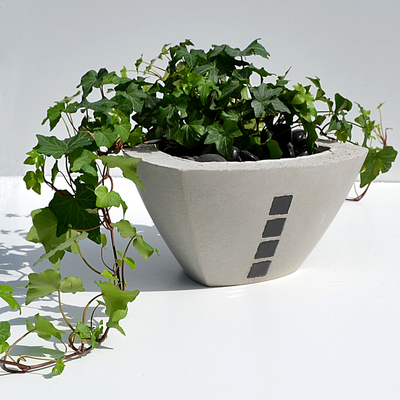 TRIANGULAR POT