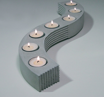 S-SHAPED CANDLE HOLDER